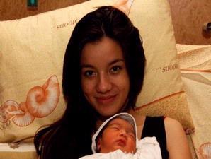 Sheila Marcia Bersama Anaknya